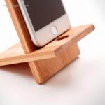 Soporte-para-móvil-de-bambú-detalle-RG-regalos-publicitarios