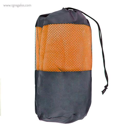 Toalla con bolsa en microfibra naranja detalle - RG regalos publicitarios