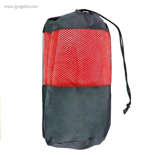 Toalla con bolsa en microfibra roja detalle - RG regalos publicitarios
