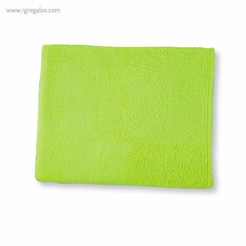 Toalla con bolsa en microfibra verde - RG regalos publicitarios