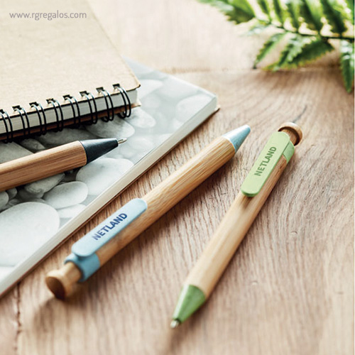 Bolígrafo cuerpo de bamboo y paja verde - RG regalos publicitarios